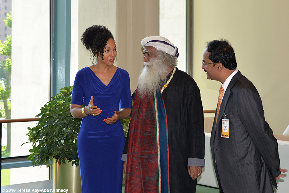Teresa Kay-Aba Kennedy, Sadhguru Jaggi Vasudev and Ambassador Tanmaya Lal at United Nations International Yoga Day event – June 20, 2016