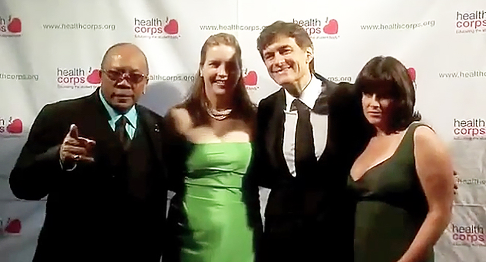 Quincy Jones, Dr. Mehmet Oz, Lisa Oz on the red carpet at the HealthCorps Green Garden Gala in New York - April 20, 2009