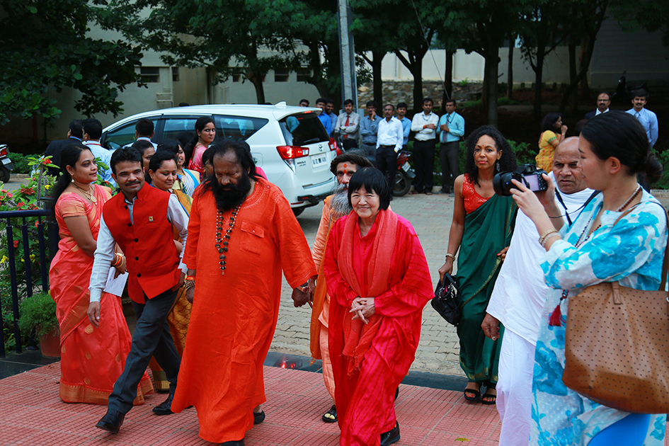 Teresa Kay-Aba Kennedy arriving at Yoga Ratna Awards with Tao Porchon-Lynch, Pilot Baba and Yogmata Keiko Aikawa in Bangalore, India - June 20, 2017