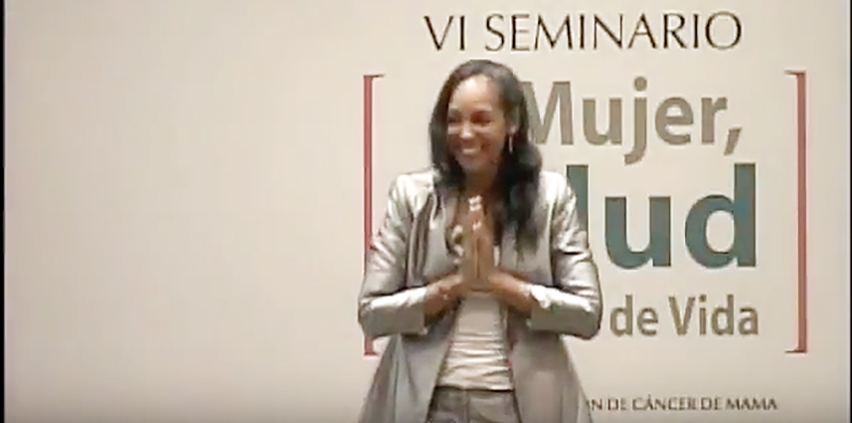 Teresa Kay-Aba Kennedy speaking at the Seminario 2010 de Salud, Mujer y calidad de Vida in Santiago, Chile