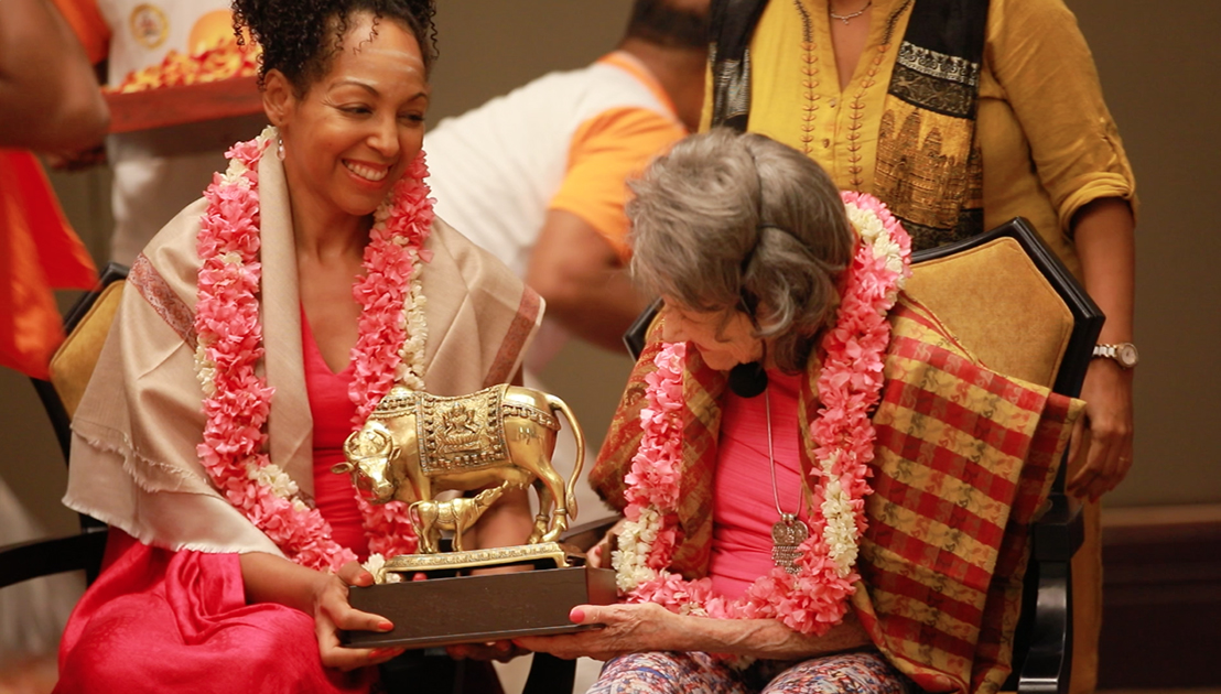 Teresa Kay-Aba Kennedy and 98-year-old yoga master Tao Porchon-Lynch during honors and ceremony in Bangalore, India - June 24, 2017