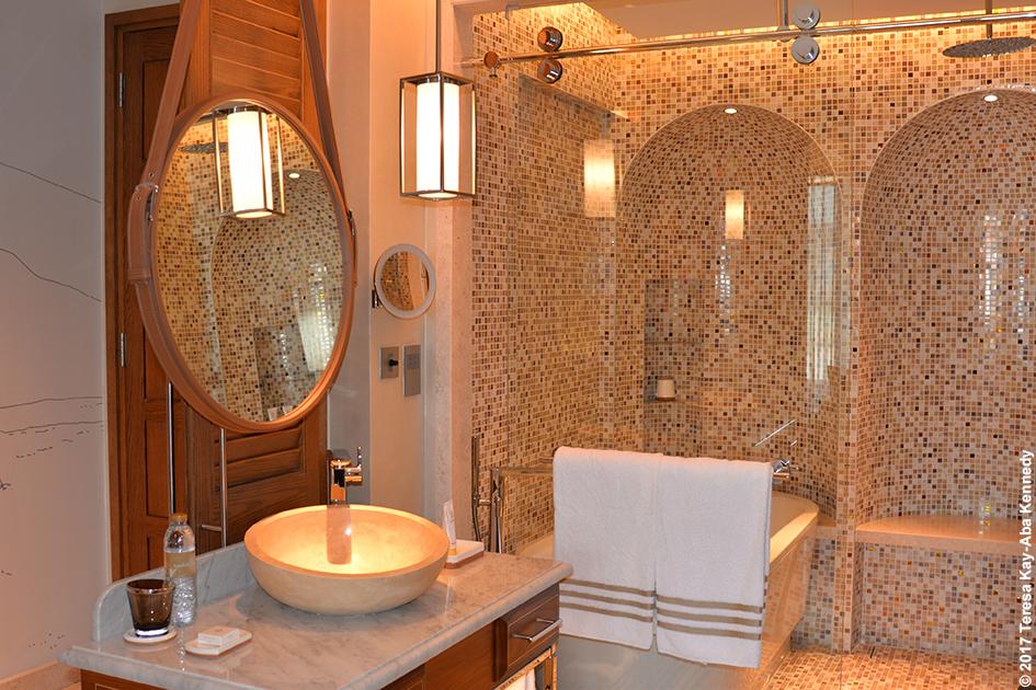 Bathroom suite at Jumeirah Al Naseem Resort in Dubai – February 11, 2017