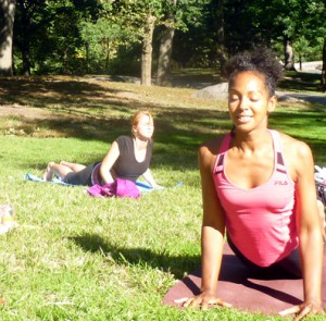 Teresa Kay-Aba Kennedy teaching yoga in Central Park for the Global Shapers Conference in New York - September 15, 2012